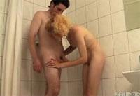 Amateure ficken unter der Dusche