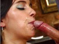 Pornostar Sonja Black beim Blasen