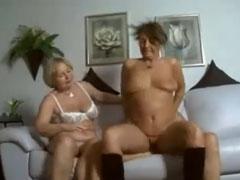 Notgeile Oma verführt die Nachbarn